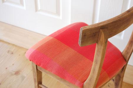 電動サンダーをかけた後の椅子