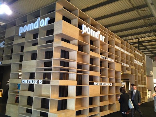 棚板のような構成。