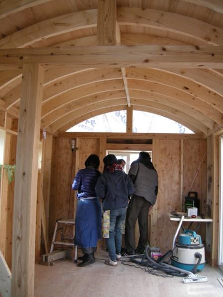 仲間と小屋女子トレーラーハウスを作ったよ~1月7日 外壁編~Keri works