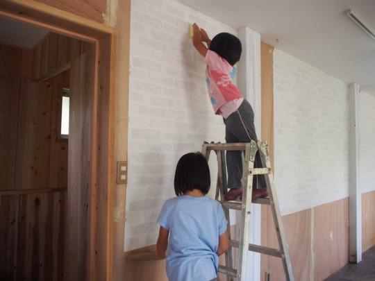 子育て中のママさんでつくる!沖縄の自然でつながる。ママの一歩を応援するコミュニティカフェ「はたけかふぇ。」オープンに向けての、DIY奮闘記!コミュニティスペース内装DIY②