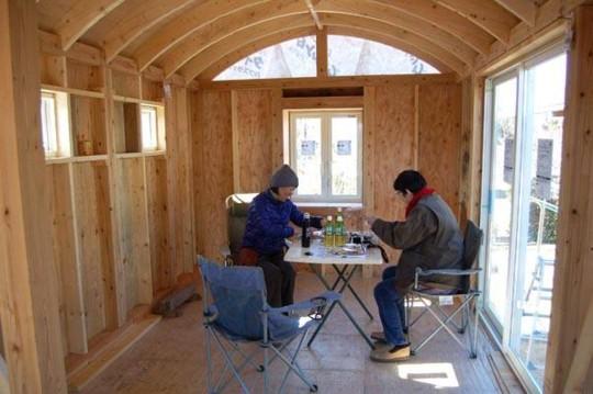 小屋女子トレーラーハウス ボーソー顛末記  (屋上庭園編②)小屋女子も昼を食べた。