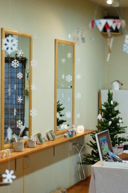 大人女子のための紙工作~寒い冬もほっこりあったかく!スノーフレイクで部屋を飾ろう