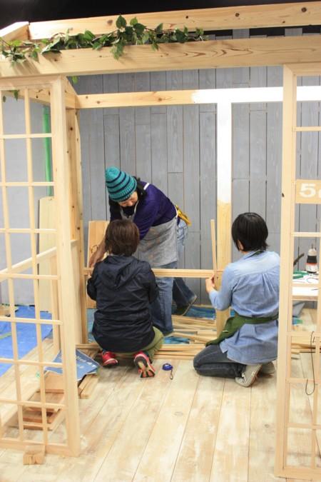『ドイト×小屋女子』DIYルームができるまで。。。Tiny Station 411(小屋女子ルーム)の前庭づくりレポ。「デザインコンクリートで前庭をつくろう」