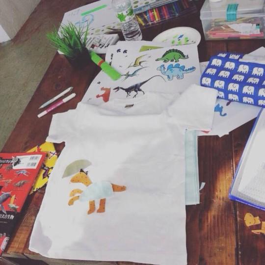 息子と一緒にモノづくりにチャレンジ「布をコラージュしたTシャツづくり」
