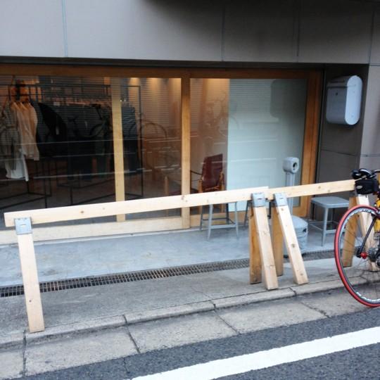 街角スナップ:自転車のためのソーホースブラケット