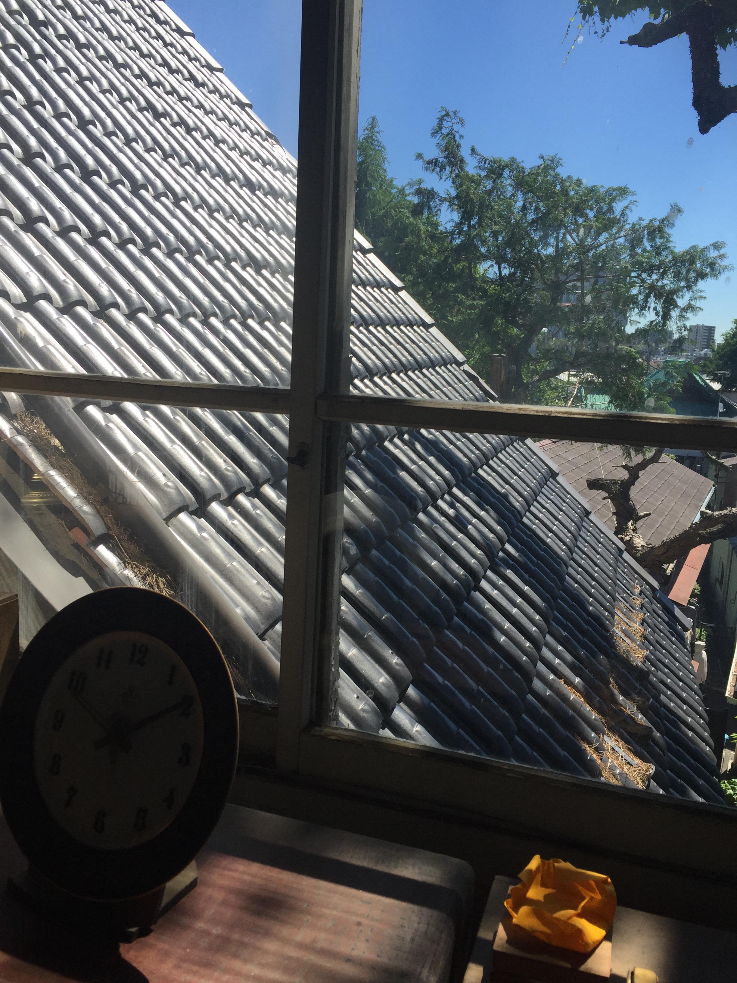 建具窓から三角屋根
