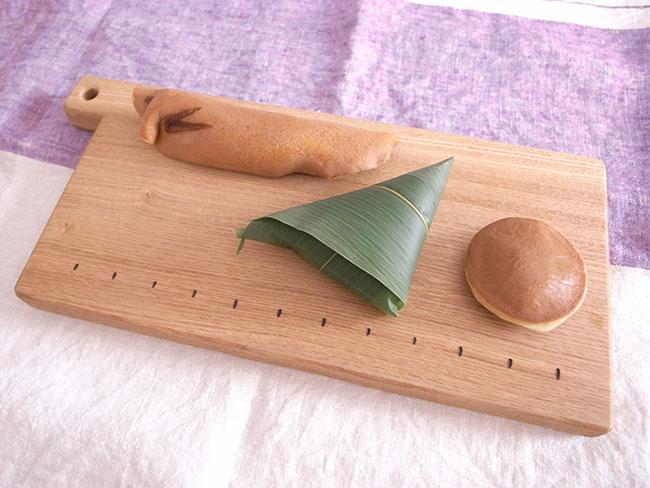 カッティングボードと和菓子