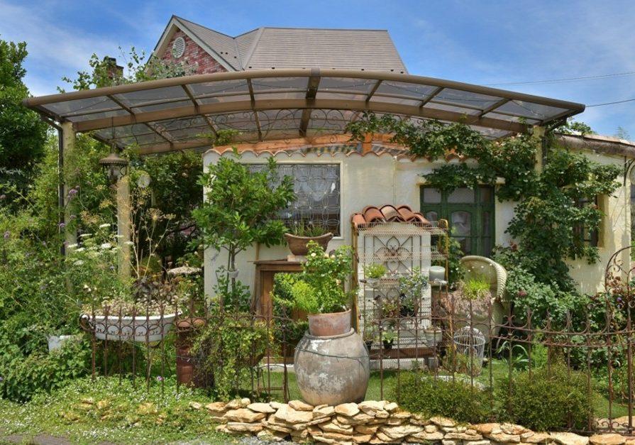 素敵な小屋と庭、きらめくジェリー達